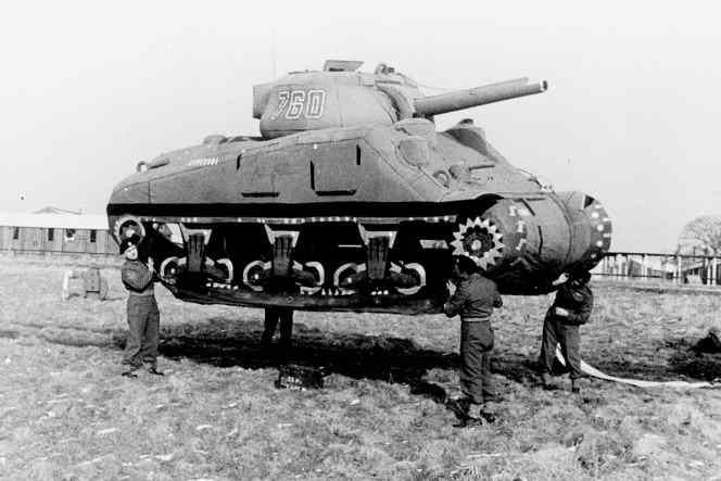 Soldados Aliados utilizaram tanques infláveis durante a Segunda Guerra Mundial para criar a ilusão que tinham mais poder de fogo do que realmente possuíam