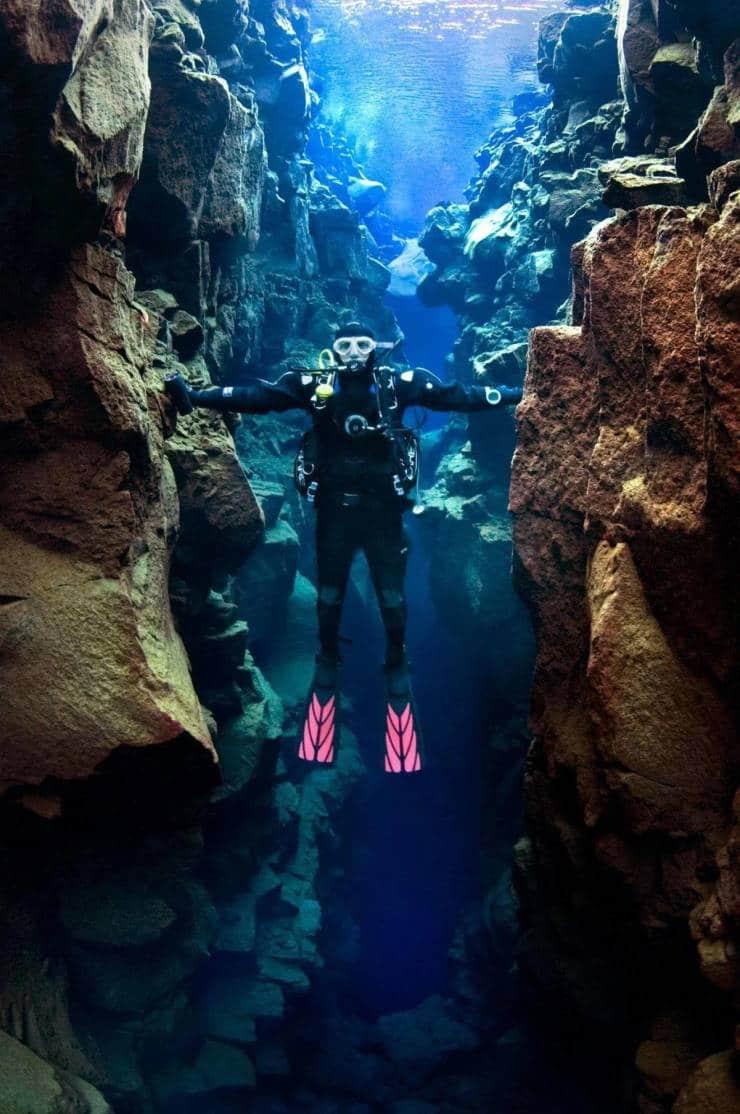 Tocando a América do Norte e a Europa ao mesmo tempo. Uma falha na Islândia permite que mergulhadores nadem entre os dois continentes