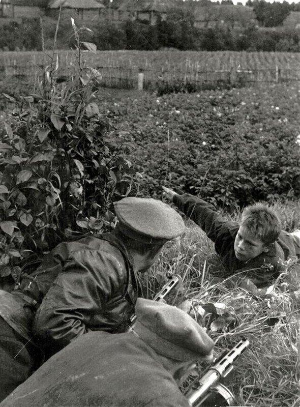 Informante soviético relatando a posição alemã durante guerra, em 1943