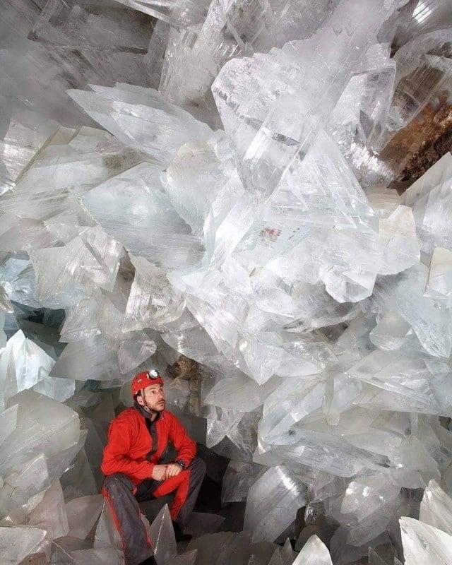 Caverna de selenita encontrada na Espanha.  Selenita é uma pedra muito apreciada por atrair boas vibrações e energias