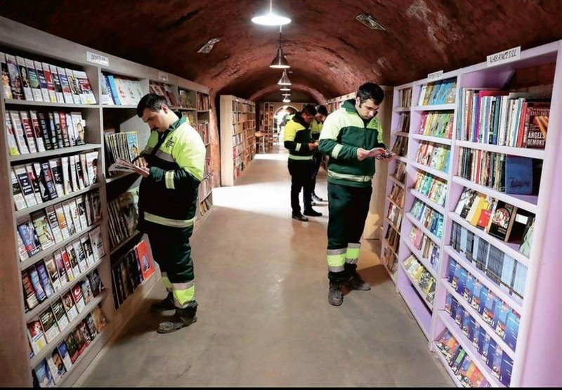 Catadores de lixo turcos abriram uma biblioteca apenas com livros jogados fora pelos cidadãos