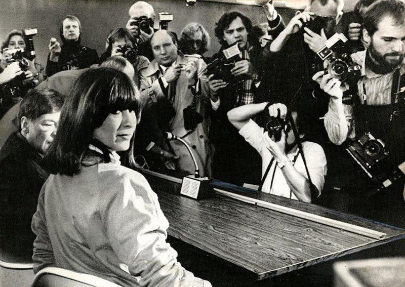 m 6 de março de 1981, Marianne Bachmeier abriu fogo em um tribunal na Alemana Ocidental. Ela estava mirando no assassino de sua filha de 7 anos e o acertou com seis tiros. Quando foi levada a julgamento, Bachmeier foi ouvida resmugando:
