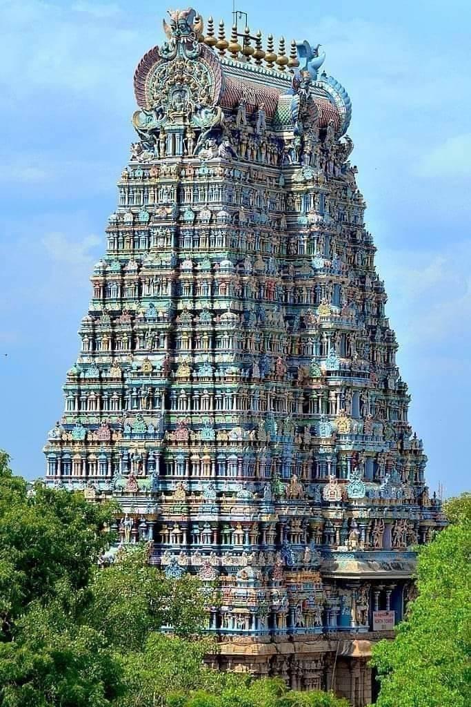 Templo hindu de 2500 anos, que é um dos mais visitados da Índia. Chama-se Meenakshi Temple