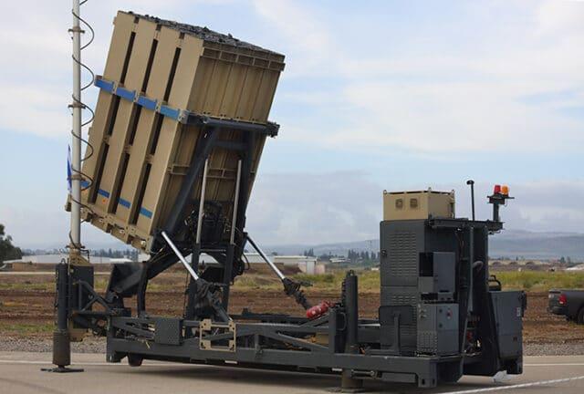Bateria do sistema antimíssil Iron Dome de Israel, projetada para interceptar e destruir foguetes de curto alcance e projéteis de artilharia