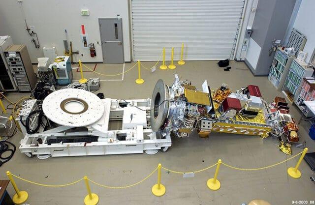 Em 2003, um técnico esqueceu de registrar que havia removido 24 parafusos durante a manutenção do satélite NOAA-19, fazendo com que ele caísse e provocasse US$ 135 milhões em danos