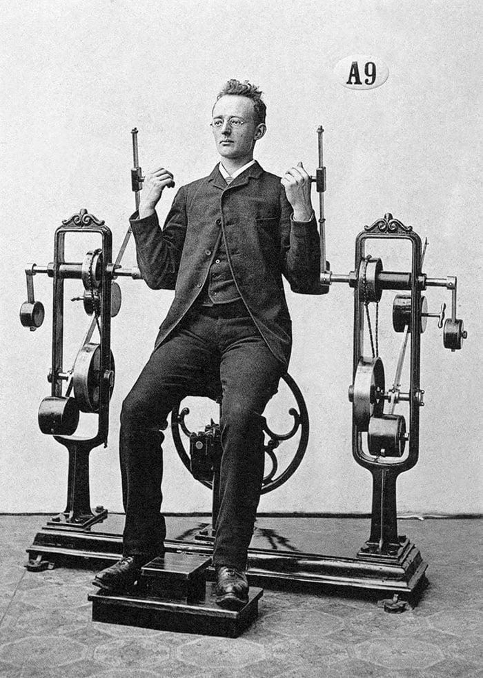 Os primeiros equipamentos de ginástica do mundo foram projetados pelo Dr. Gustav Zander, em 1892
