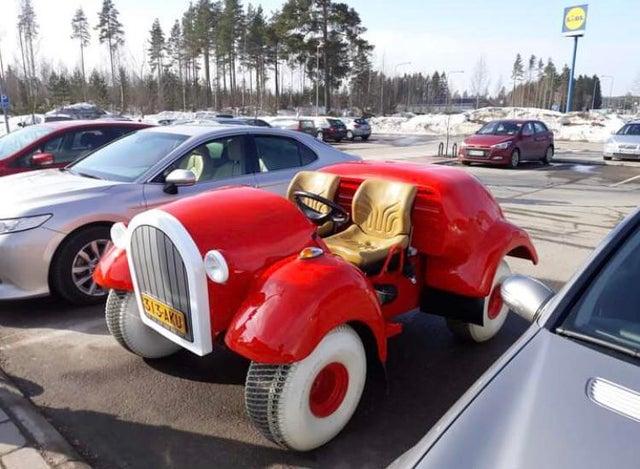 A Fyrir Bilinn criou esta réplica perfeita em tamanho real do carro do Pato Donald