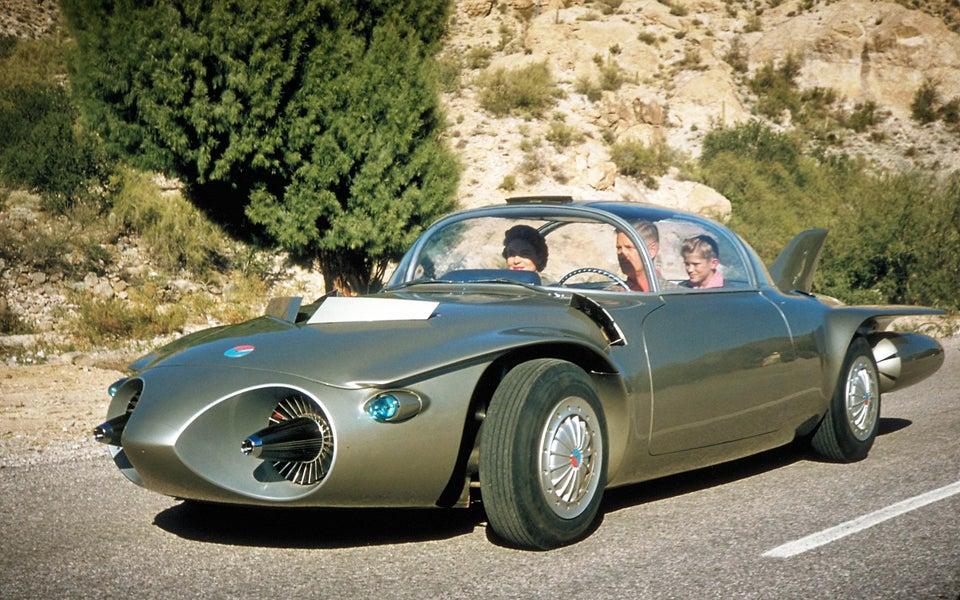 O carro-conceito Firebird II (1956) tinha fuselagem de titânio, câmera traseira, tela de visualização para motor / navegação / televisão, controles remotos e era automatizado. Ele funcionava com querosene e era motivo por um motor