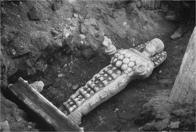 Escultura de Artemis, primeira foto depois de ter sido encontrada, 1956