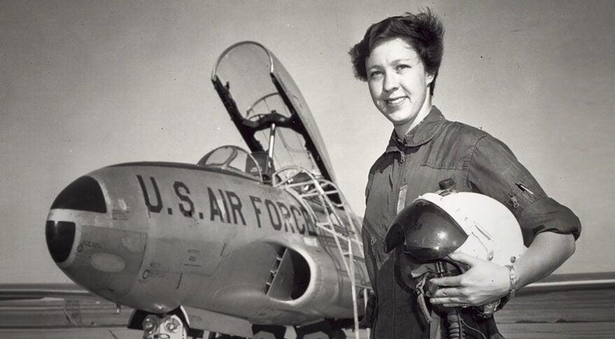 Em 1961, Wally Funk passou pelos rigorosos testes da NASA e ultrapassou um número de astronautas do sexo masculino. Logo depois, o programa foi encerrado antes que ela pudesse ir adiante