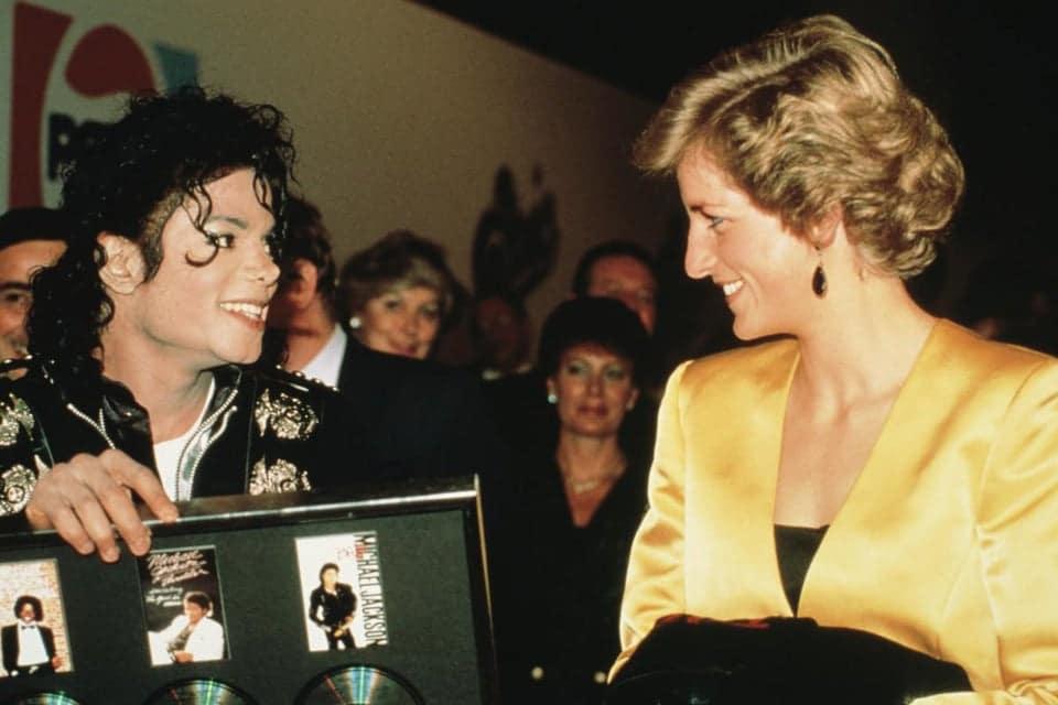 Primeiro e único encontro entre Michael Jackson e Princesa Diana, em 1988. Ele doou US$ 450 mil para o fundo de caridade criado por ela