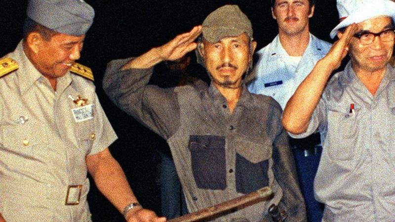 Hiroo Onoda, soldado japonês da Segunda Guerra Mundial, resistiu por 29 anos na selva das Filipinas e recusou a parar de lutar até que fosse convencido de que a guerra havia acabado