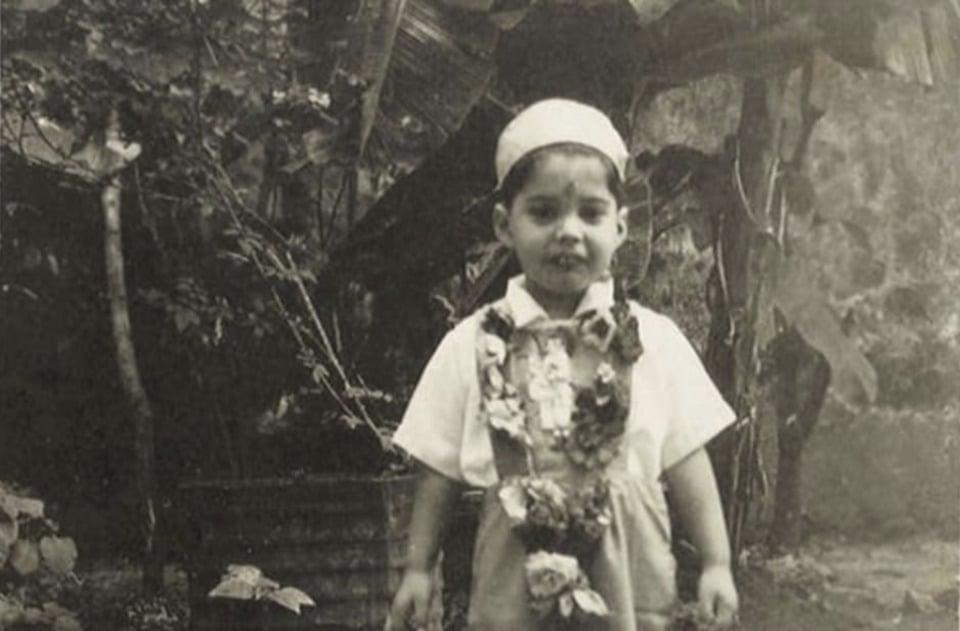 Freddie Mercury em seu 4º aniversário, em Zanzibar, em 1950