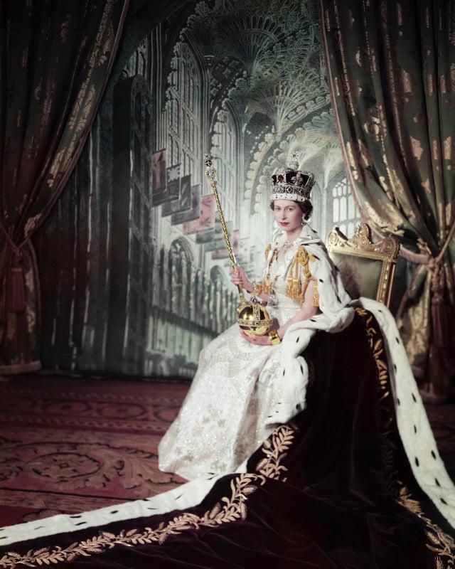 Rainha Elizabeth II no dia da sua coroação, em 2 de junho de 1953.