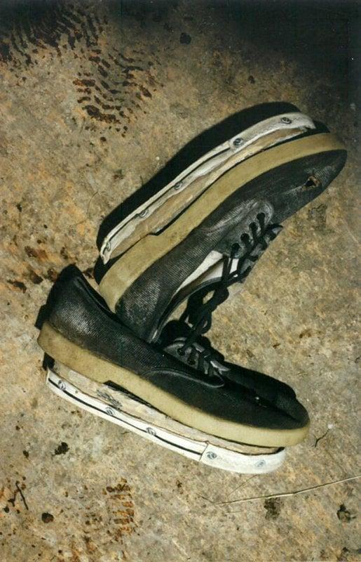 nabomber (Ted Kaczynski) usava solas de sapatos falsas para esconder seu verdadeiro tamanho de sapato quando estava cometendo crimes. Ele matou três pessoas e feriu outras 23 em uma tentativa de iniciar uma revolução conduzindo uma campanha nacional de bombardeio direcionada a pessoas envolvidas com tecnologia moderna.