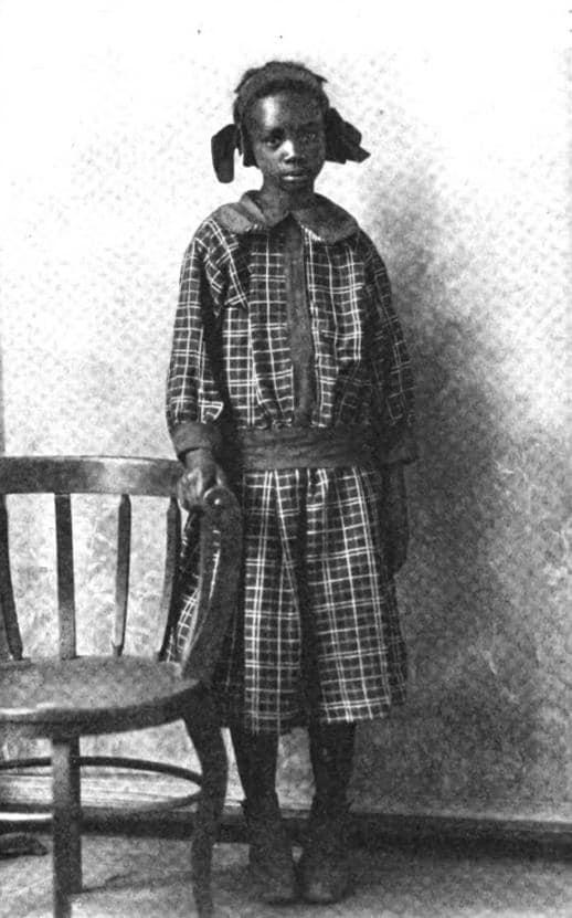 Em 1911, Sarah Rector, uma garota de 11 anos, cujos pais eram escravos libertos, tornou-se instantaneamente milionária quando foi encontrado petróleo nas terras que lhe foram concedidas pelo governo. Sua riqueza era tamanha que o governo tentou declará-la branca para que pudesse viajar de primeira classe nos trens