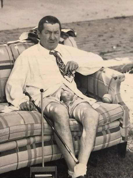 A última foto conhecida de Curly, um dos Três Patetas, em 1950.