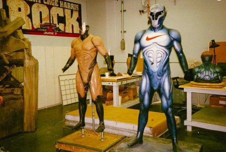 Em 1996, a Nike criou um mascote de super-herói chamado Nikeman Swoosh. O traje acabou custando à empresa cerca de US$ 125 mil e foi criado e projetado pelo mesmo figurinista dos filmes do Batman.