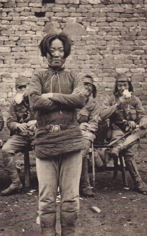 Guerrilheira chinesa Cheng Benhua momentos antes de sua execução pelos japoneses. Ela tinha 24 anos, em 1938.