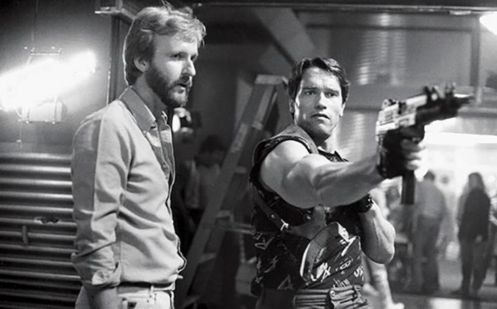 Arnold Schwarzenegger e James Cameron nos bastidores de