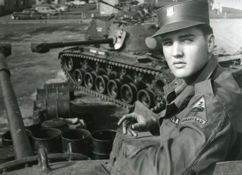 Elvis Presley como soldado americano na Alemanha Ocidental (1958).