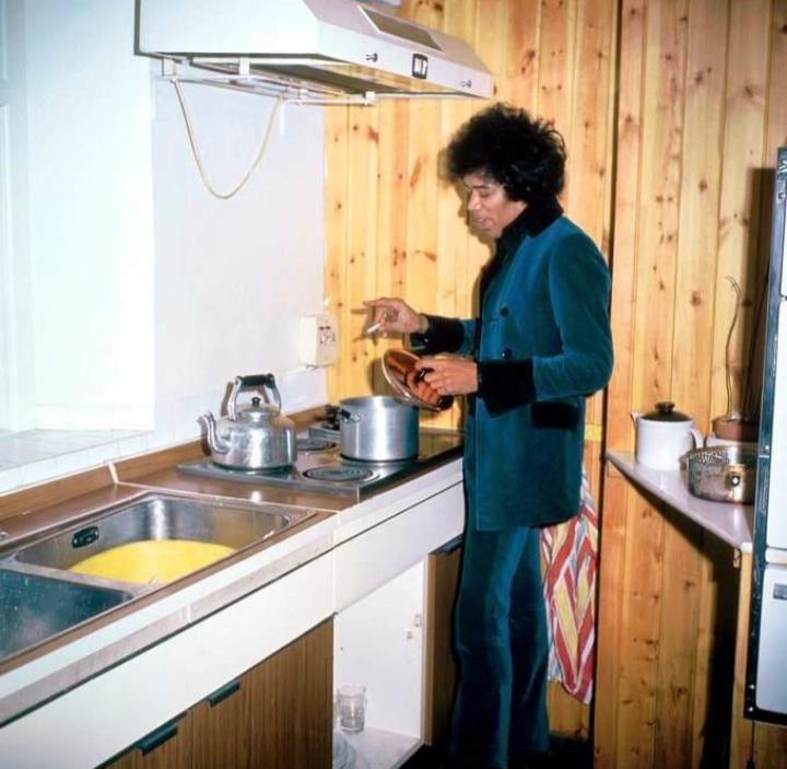 Jimi Hendrix no apartamento de Rigo Star, em 1966