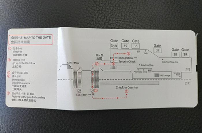 Os aeroportos de Seul fornecem um mapa com instruções sobre seu portão de embarque na parte de trás do cartão.