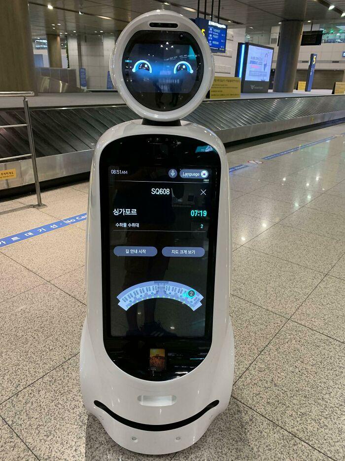 Estes robôs andam pelo aeroporto de Incheon, Seul, fornecendo informações sorbe os voos.