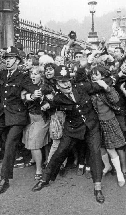 Apenas mais um dia comum na vida dos Beatles, em 1965.
