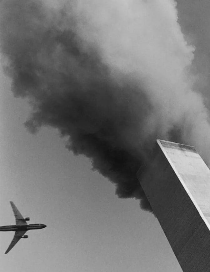 Momentos antes do segundo impacto nas Torres Gêmeas, em 11 de setembro de 2001.