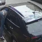 Bandidos levam DOIS MINUTOS para furtar veículo estacionado em rua de SP; veja vídeo