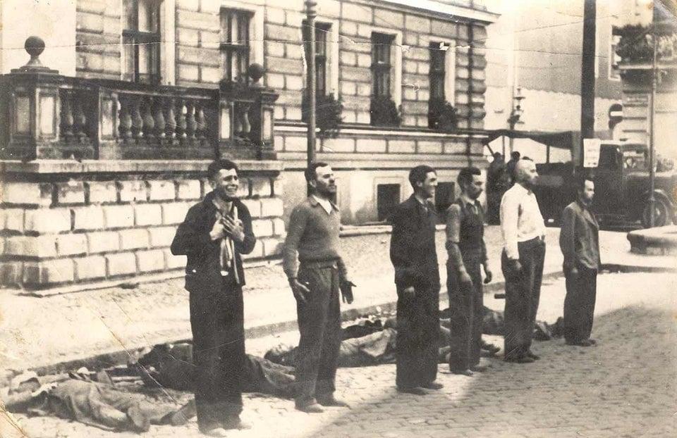 Polacos condenados à morte sem julgamento enfrentam o pelotão de fuzilamento na Polônia ocupada pelos nazistas - 9 de setembro de 1939.