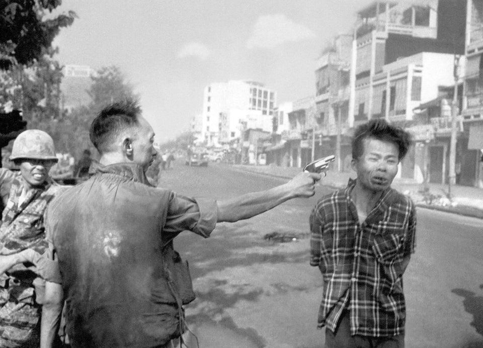 Foto icônica de geral sul vietnamita executando sumariamente um prisioneiro vietcongue em Saigon durante ofensiva do Tet, em 1968.